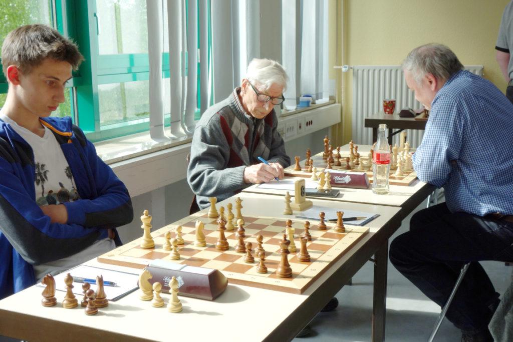 Felix Gieseler (links) und Sitznachbar Alexej Kinjov (rechts)